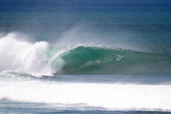 popoyo nicaragua-perfectly angled swell hitting the outer reef